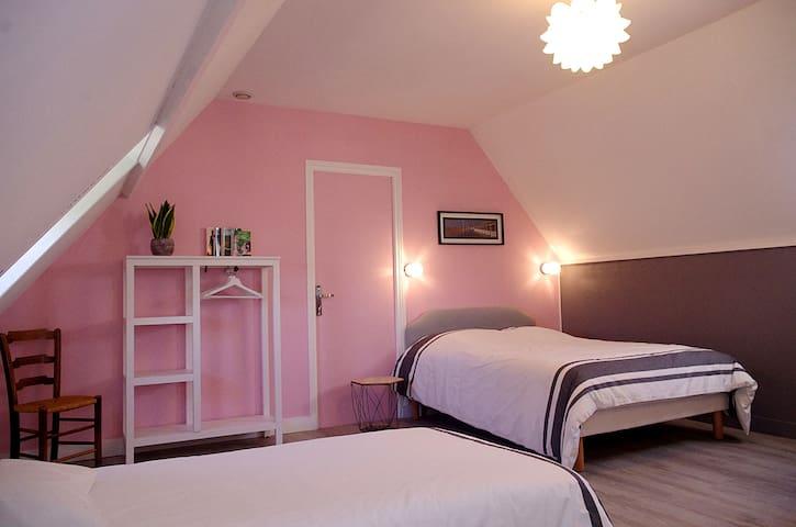 Belle et grande chambre à Pierrefitte en Auge.