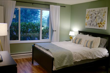 Private studio with bathroom + free street parking - San Francisco - House