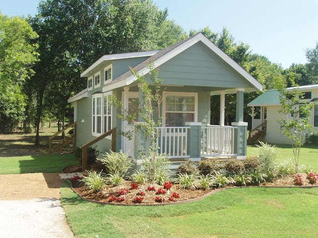 Elegant Green Cottage at Mill Creek Ranch Resort