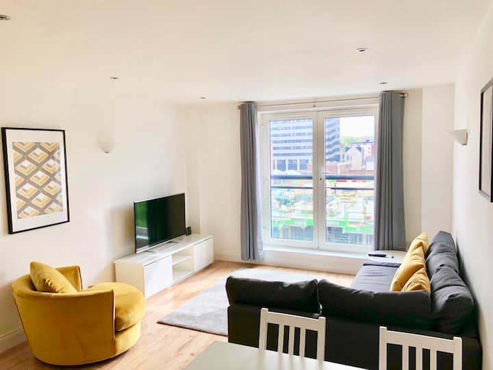 City Centre 2 large bedrooms and 2 bathrooms