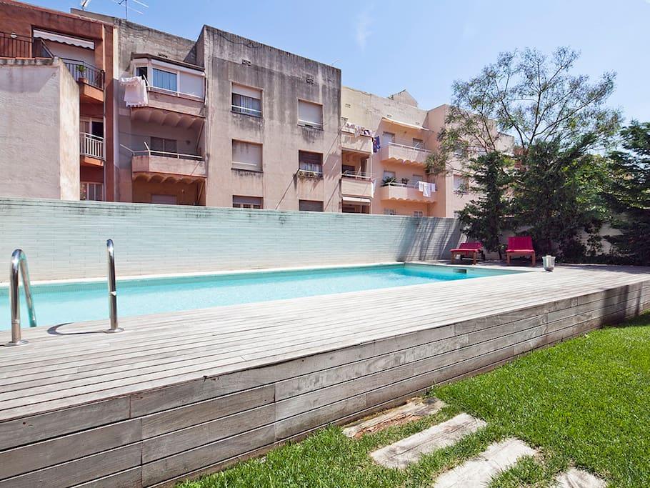 Tico en gr cia con terraza y piscina apartamentos en - Atico terraza barcelona ...