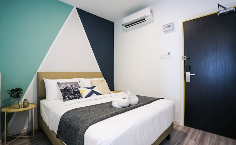 Subang Airport Hotel Room at Star Avenue - Queen