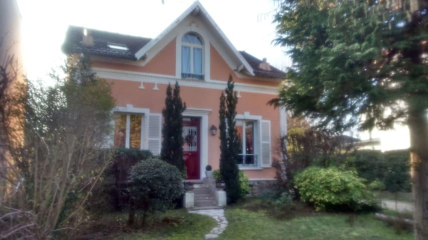 charmante maison à 20 min de Paris - Le Mesnil-le-Roi - House