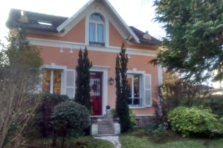 charmante maison à 20 min de Paris - Le Mesnil-le-Roi