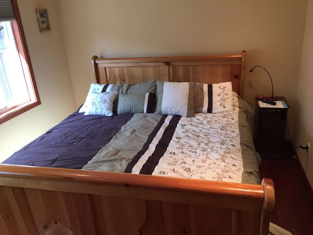 King bedroom in Beautiful House/5 minutes from SFO - Burlingame - House