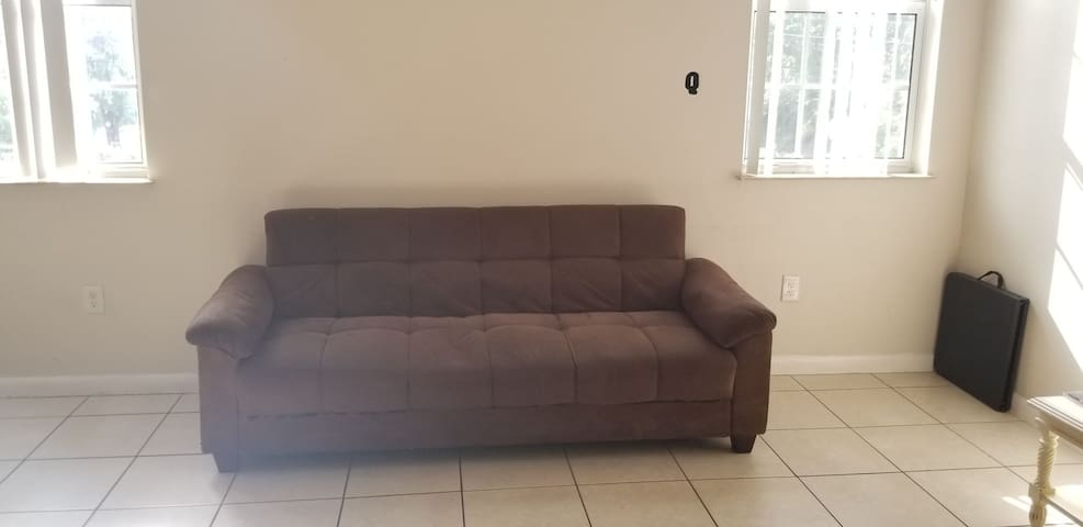 "Futon ""Q"" lvng room, 3 miles  from Miami Airport"