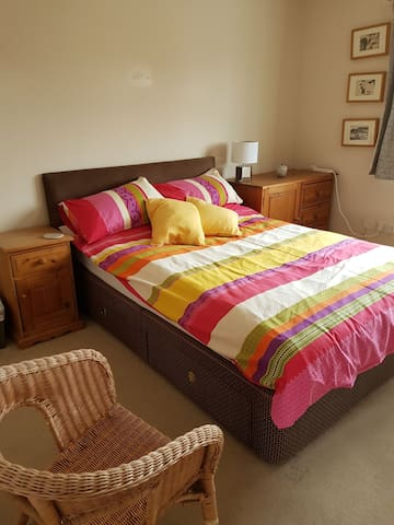 Ensuite double room with light breakfast