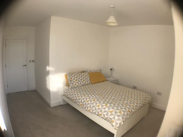 New bedroom close to the city center (double)