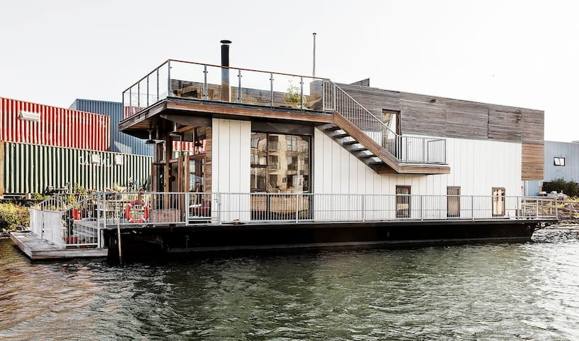 Unique houseboat with a view