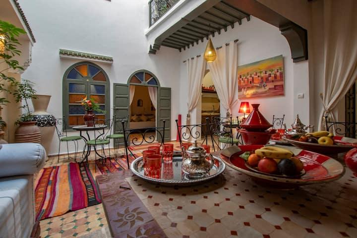 Chambre romantique dans beau riad rénové | Médina