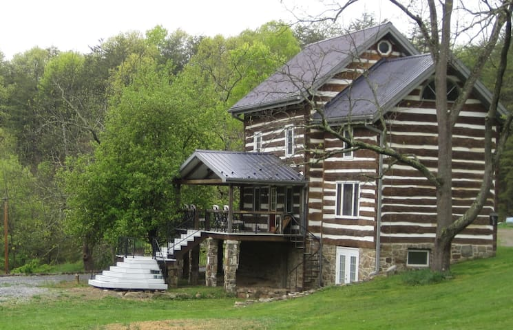 A Charming Log Home - Huntingdon - Rumah