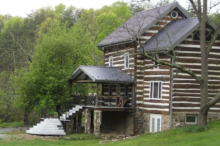 A Charming Log Home - Huntingdon - บ้าน