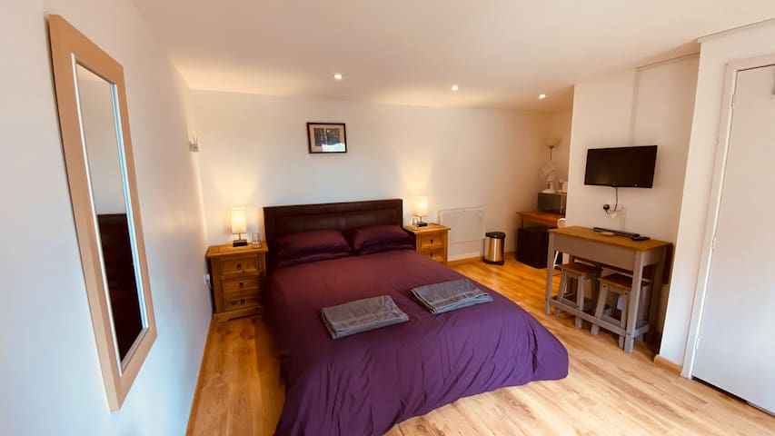 The Annex with King double bed, bedside tables lights and USB chargers. Breakfast bench and coffee making facilities.