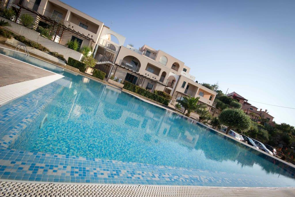 Zambrone appartamento con piscina appartamenti in for Piscina arzignano