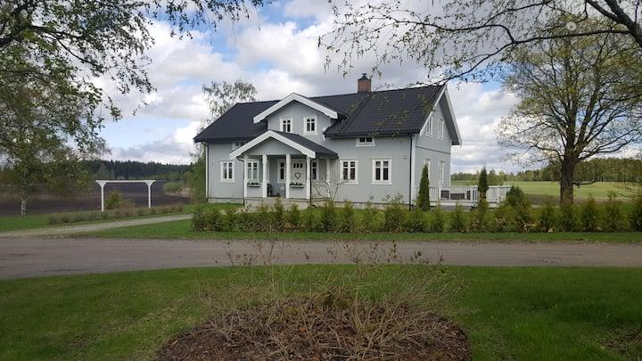 Røne Nordre, kort avstand til Stange og Hamar