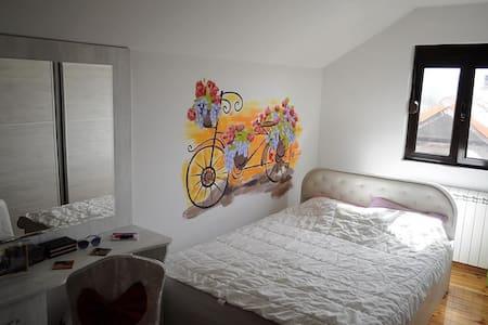 Spring Bike Bedroom + free bikes - Cetinje - บ้าน
