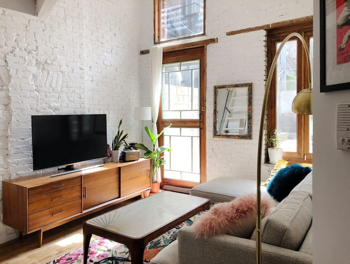 Quiet and comfy Room in the heart of Williamsbourg