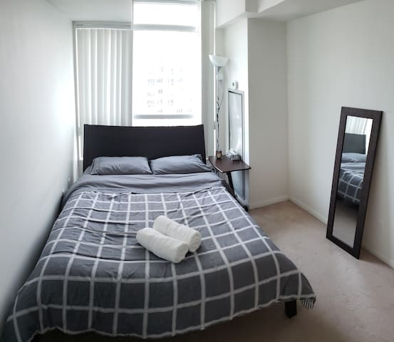 2 Bed private condo on Lakeshore, Downtown Toronto