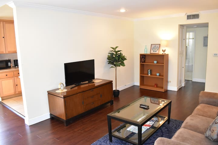 Amazing 2bd in Beverly Hills by Wholefoods!