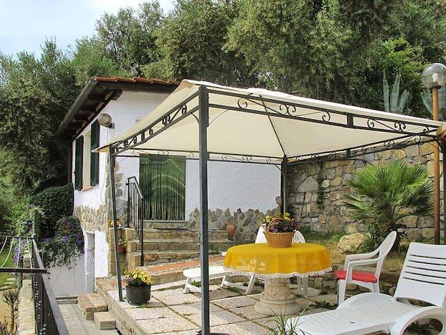CHALET CON GIARDINO E POSTO AUTO - Pompeiana - Cabana
