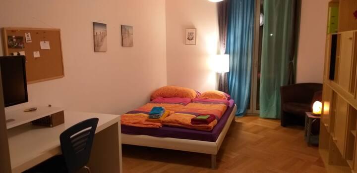 2 Zimmer in grosser Wohnung (am Fluss, Spielplatz)