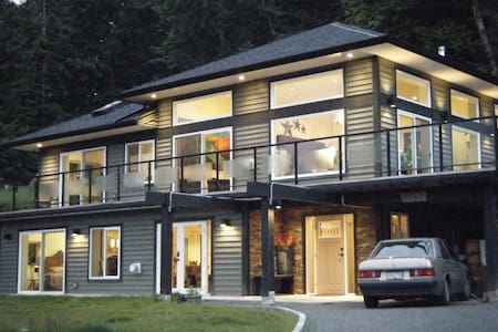 "Bates Beach ""Sweet""Vacation Rental - Courtenay - Huoneisto"