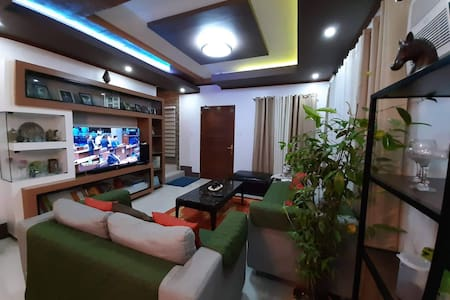 Your Vacation Home 2min fr Int'l Airport Free Wifi