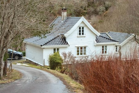Holiday cottage with 3 bedrooms on 84m² in Blomsterdalen