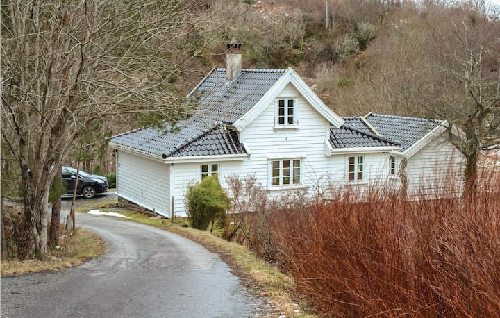 Beautiful home in Blomsterdalen with WiFi and 3 Bedrooms