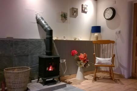 Country cottage for 2 near Narberth. - Whitland