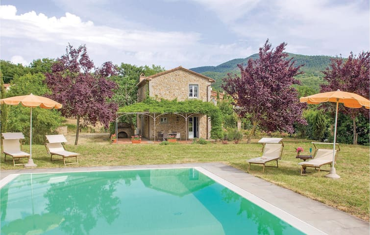 Holiday cottage with 2 bedrooms on 130m² in Cortona -AR-