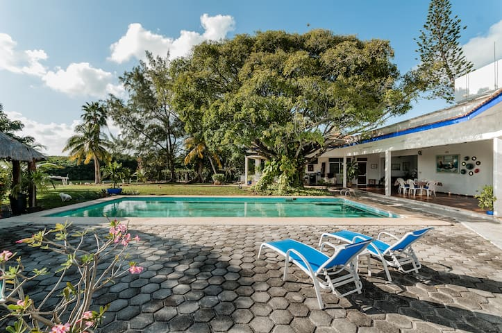 Suite Natura,2 rooms,garden and pool, Hotel Zone