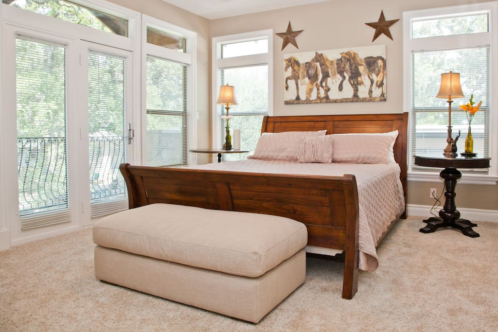 Huge master with private patio overlooking courtyard. California king size bed with 1200 thread count sheets.