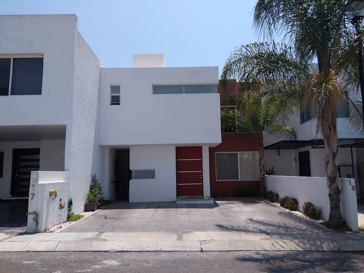 Casa Bonita Juriquilla 8 a 10 personas
