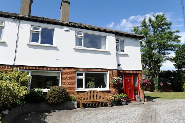 Large Prime South Dublin House - Ballinteer - Casa