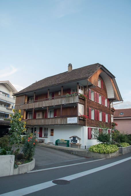 Doppelzimmer am thunersee chambres d 39 h tes louer for Chambre d hote suisse