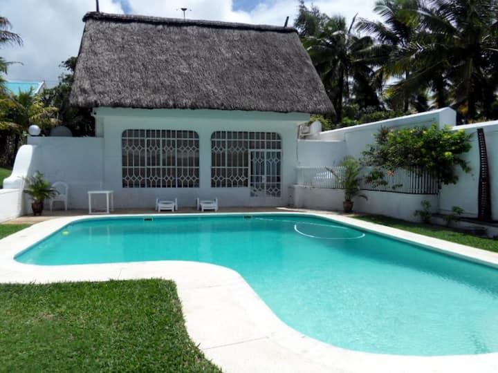 Ile Maurice, villa avec piscine, en bord de mer