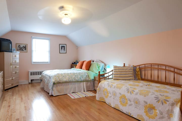 Queen size bed & twin bed