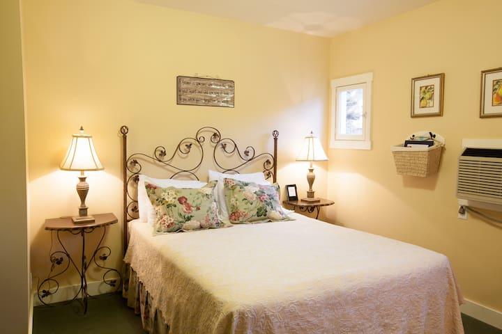 Oak Street Hotel - Room 7