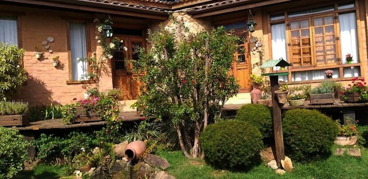 Chalé Livia! Chalé rustico rodeado de jardins