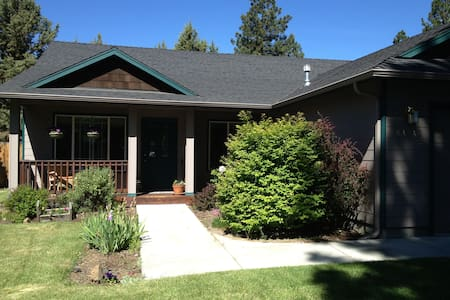 Cozy Bend home close to River Trail & Sawyer Park - 班德 - 獨棟
