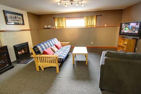 New! The Biber Lodge - Fernie - Bed & Breakfast