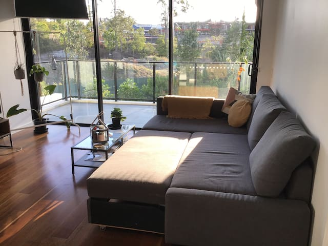 Comfy double sofa bed, laid back vibesOwn bathroom