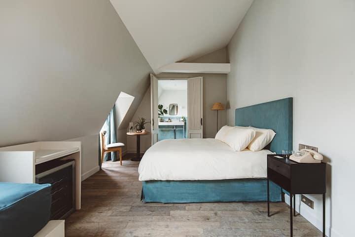HOY Paris - YOGA Hotel — Triple Room @ Pigalle