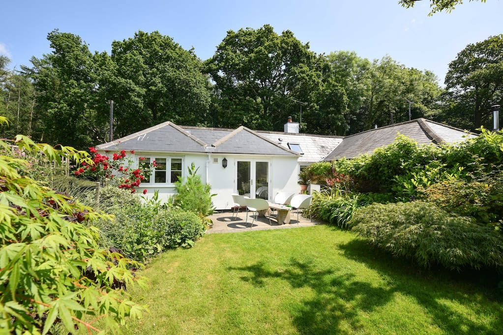 Secluded garden with plenty of space for picnics and children to play.