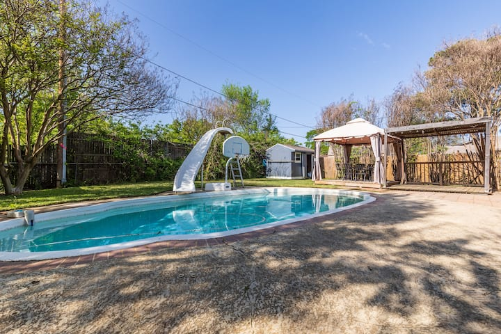 5 Bedrooms with Pool - Perfect for Groups!