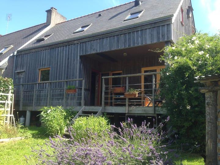 Maison en bois, chaleureuse, matériaux écologiques