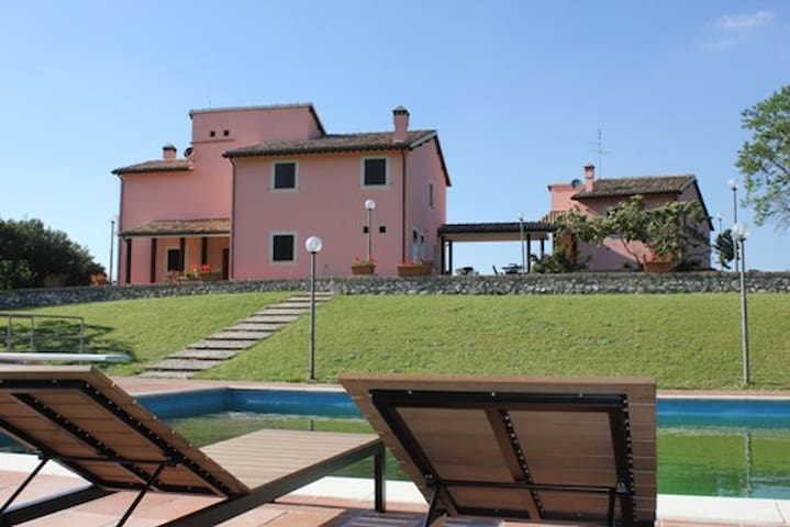 Large villa with Pool close Spoleto - Spoleto - House