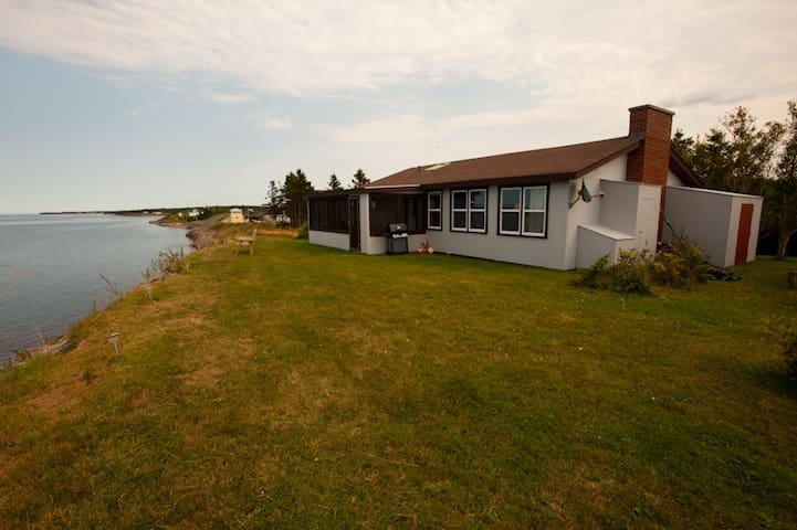 Oceanfront cottage Caribou Island