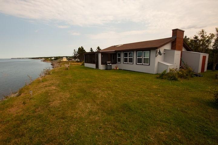 Oceanfront cottage Caribou Island